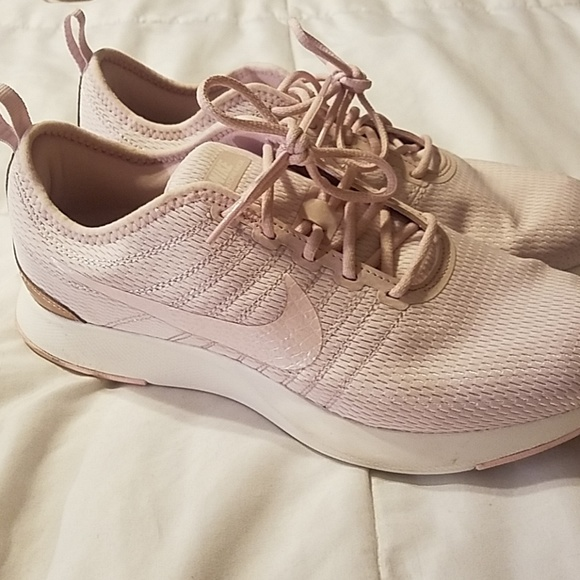 free shipping factory authentic good looking Pink Rose Gold Nike Size 7Y